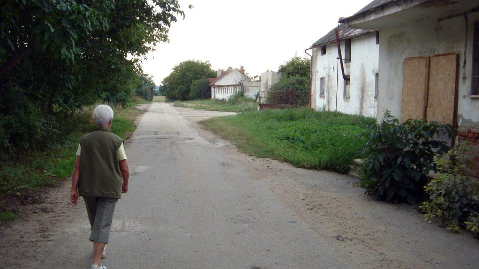 Cesta z Ivančic k popravišti...