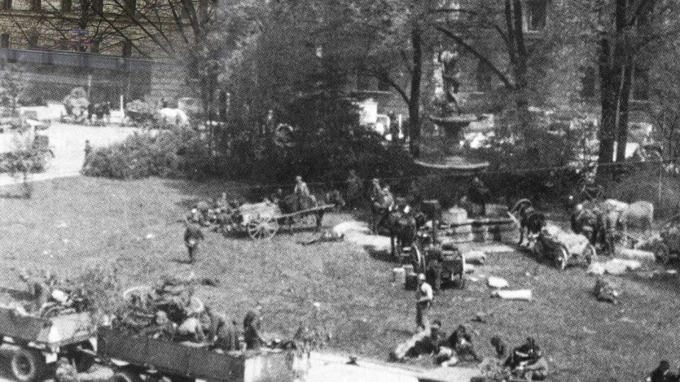 Pražané během povstání umírali na místech, která třeba denně míjíte: Náměstí Kinských, Praha 5