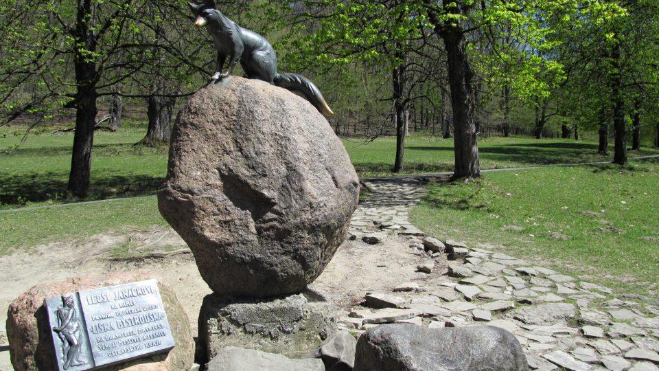 Památník s Liškou Bystrouškou