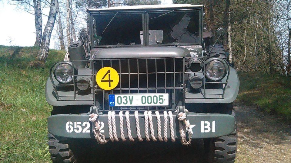 Spanilá jízda klubu Veteran Army Vehicles
