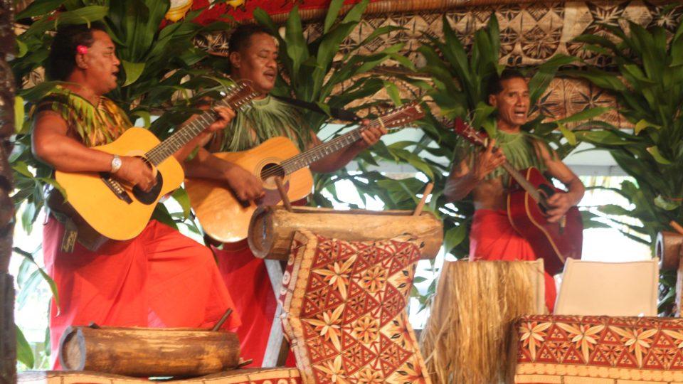 Samoa - Apia, folklorní představení v legendárním hotelu Aggie Gray