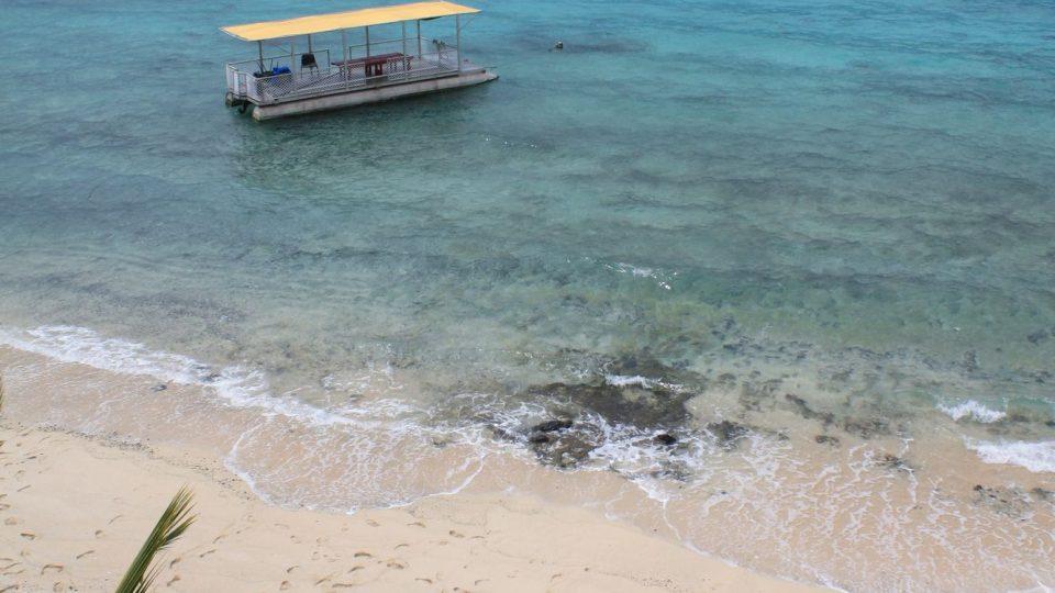 Samoa - pláž na jihu ostrova Upolu