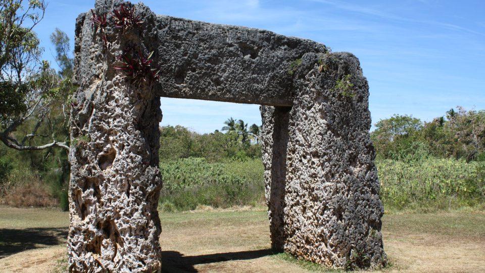"Tonga - Tongatapu - ""Pacifický Stonehenge"" - trilithon Ha´amonga"