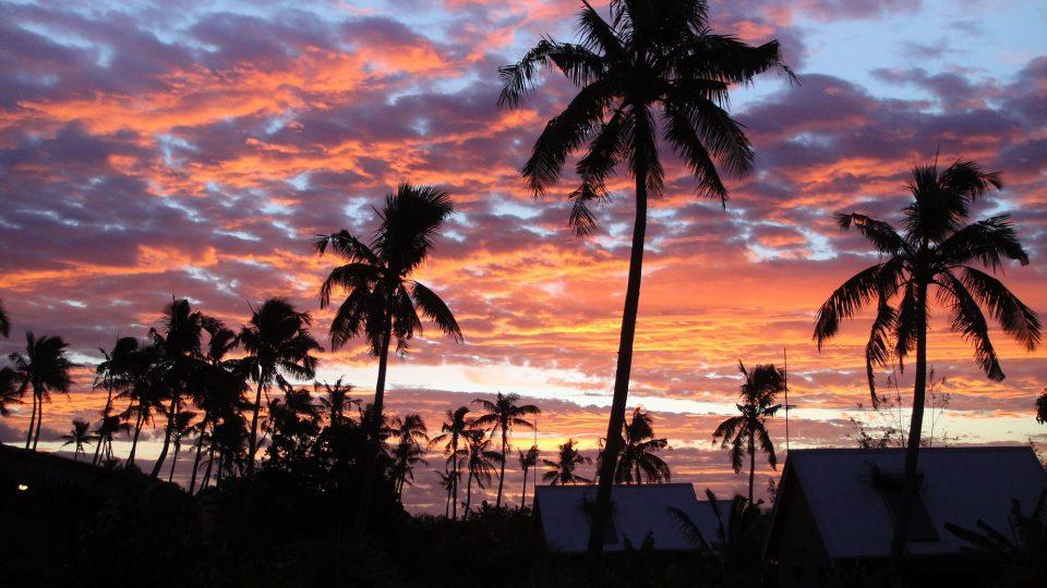 Tonga - Tongatapu - západ slunce na Pláži lásky (Likualofa)
