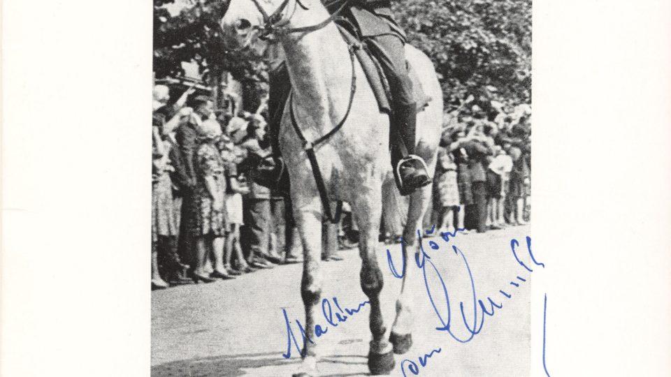 Fotografie z vítězné přehlídky ar. gen. Karla Klapálka, Václavské náměstí 1945