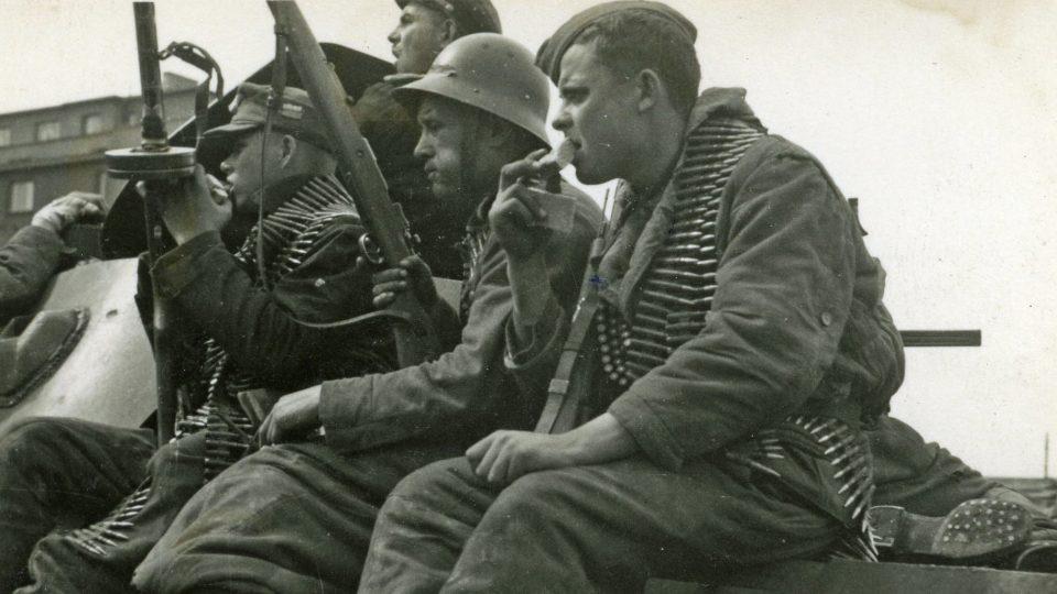 Na výzvu rozhlasu zareagovaly jako první jednotky Ruské osvobozenecké armády (ROA) generála Vlasova, které se nacházely jihozápadně od Prahy