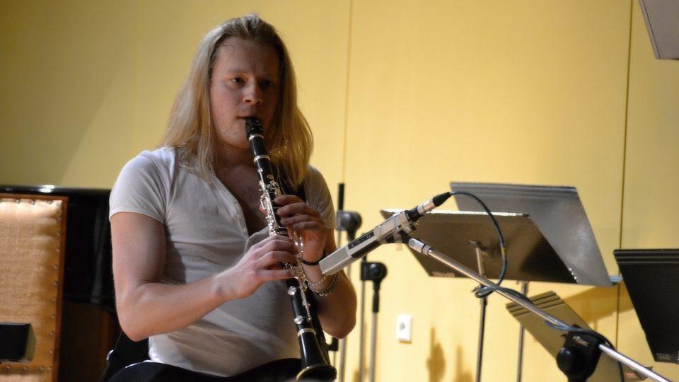 Kytarista Adam Malík umí dobře i na klarinet