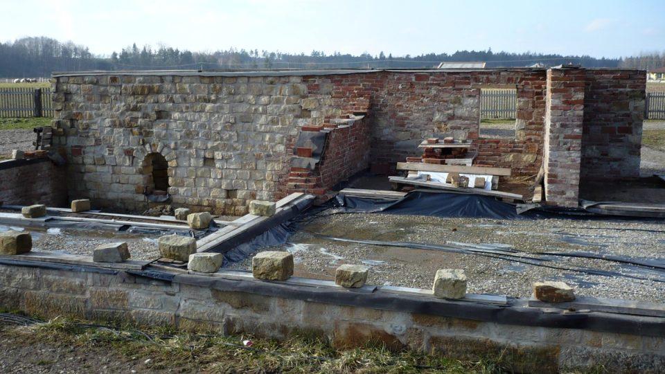 Stavba mlýna ve skanzenu