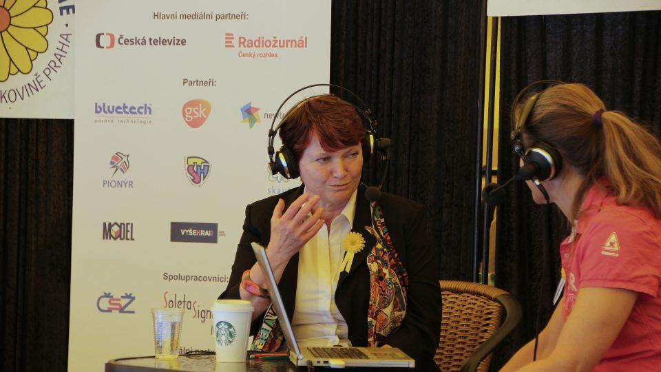 Michaela Fridrichová při rozhovoru s moderátorkou Lucií Výbornou