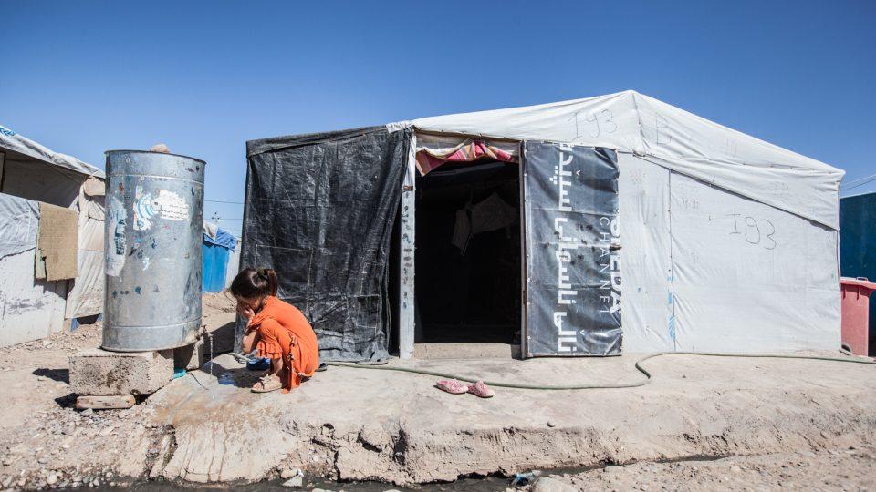 Školu v uprchlickém táboře sice postavili, ale nemá v ní kdo učit