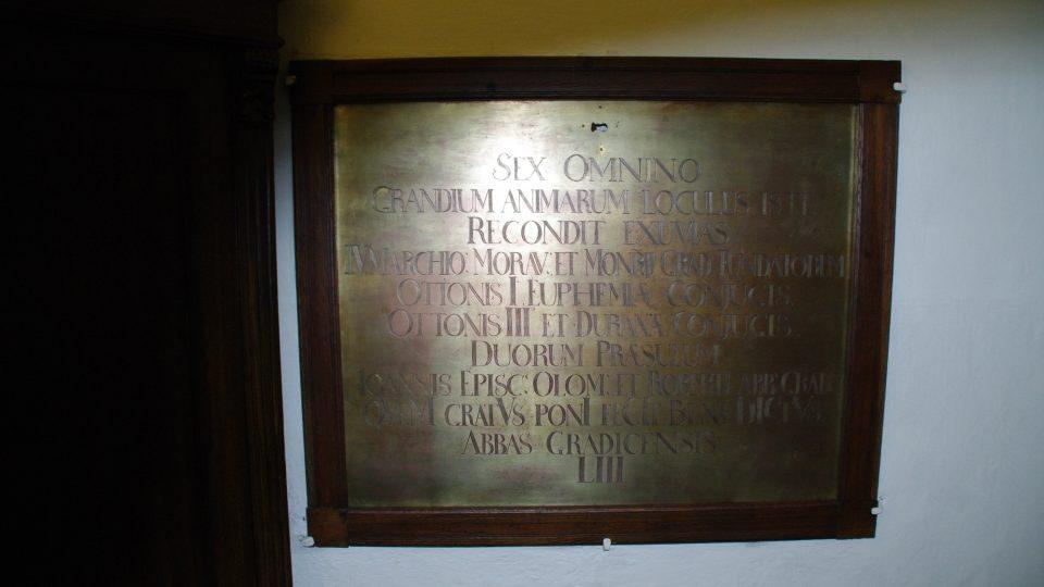Tato schránka v sakristii kostela sv. Štěpána na Hradisku skrývá ostatky olomouckých Přemyslovců