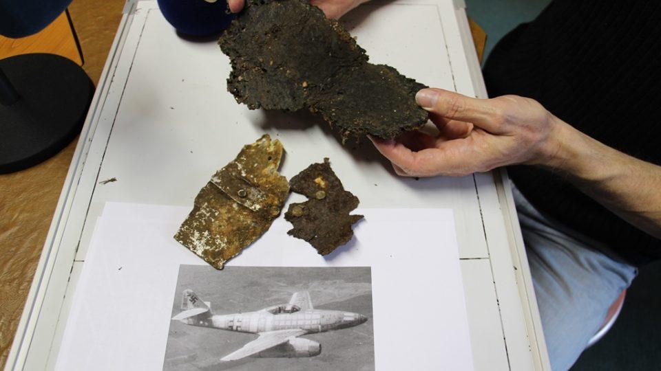 Členové Spolku historie severního Českobudějovicka našli zbytky německé válečné stíhačky. Byl u toho redaktor Zdeněk Zajíček