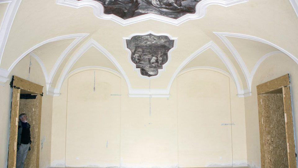 Opatova pracovna, severní stěna, stav před restaurováním
