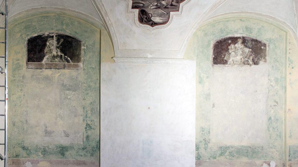 Opatova pracovna, severní stěna, stav po odkryvu