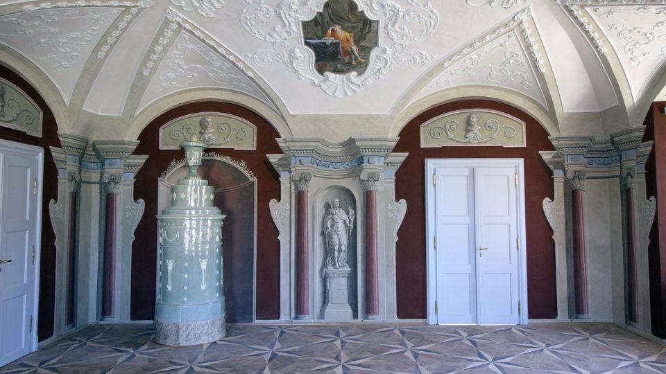 Společenský sál, jižní stěna, stav po restaurování