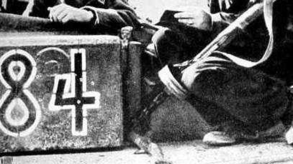 Varšavské povstání (1944): příslušníci ROA a němečtí vojáci při něm zmasakrovali poslké obyvatelstvo