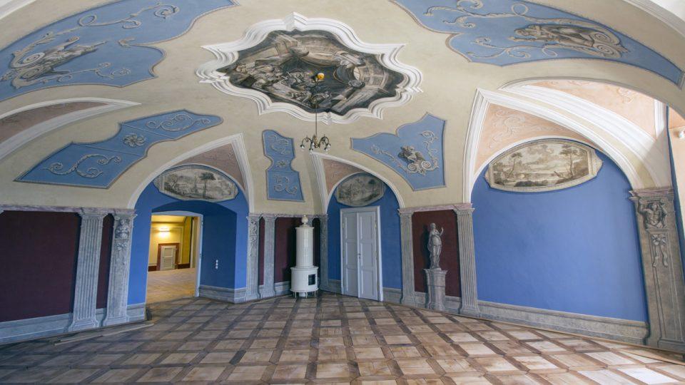 Salon, severní a východní stěna, stav po restaurování