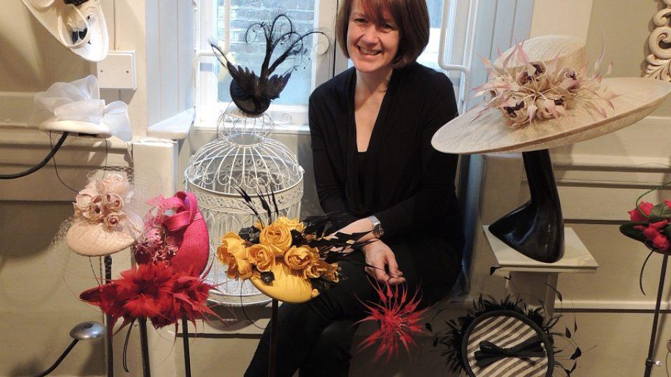 Rachel Trevor-Gordonová, jediná držitelka královského zmocnění pro výrobu klobouků pro Její Veličenstvo