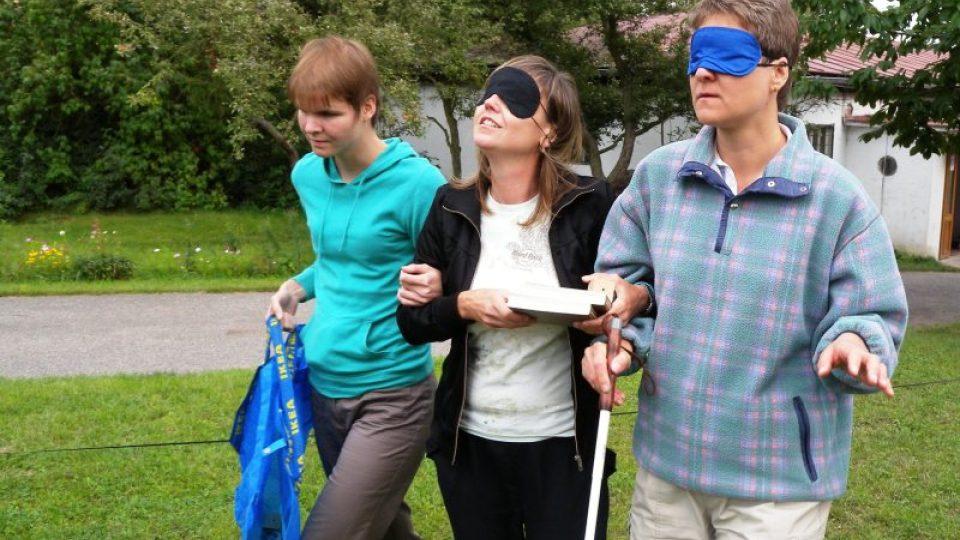 Setkání nevidomých klientů a dobrovolníků.jpg