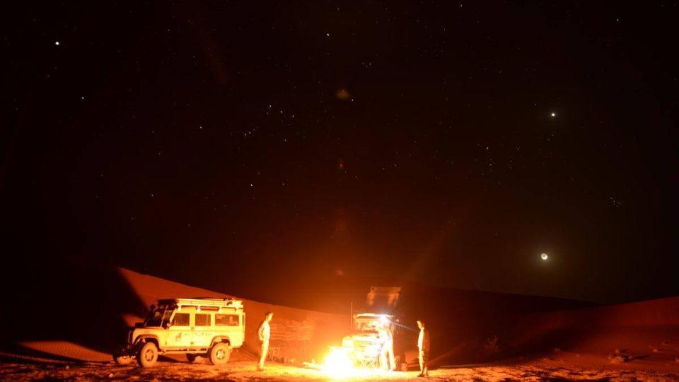 Kodrcat se terénním autem až do téhle pustiny se nechce skoro nikomu