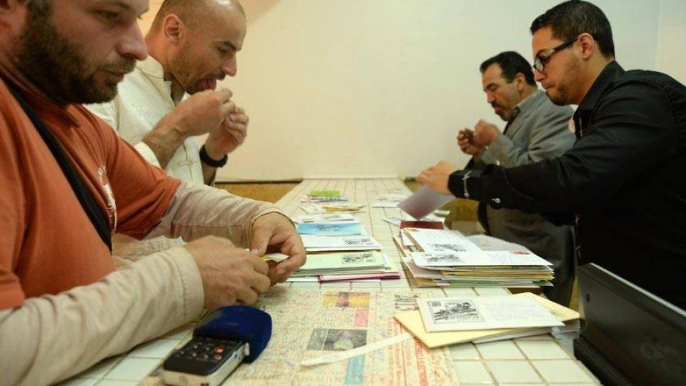 Dopisy poslali zpět s arabskými známkami a razítkem expedice