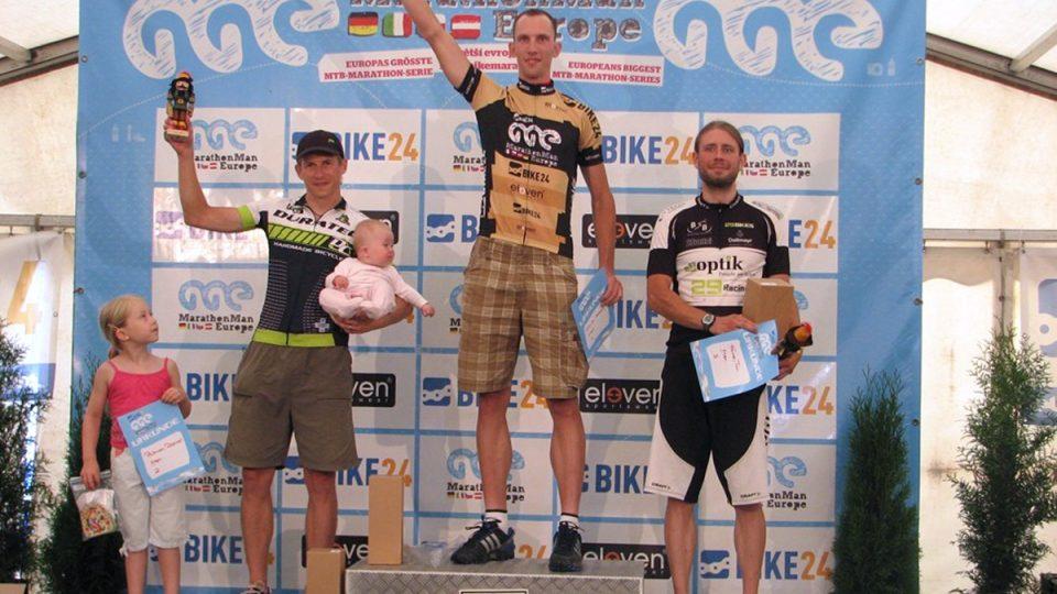 Daniel Polman na stupních vítězů závodu Marathon Man Europe