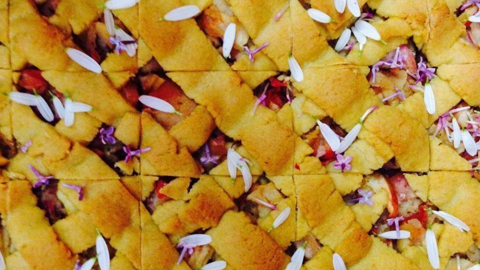 Květy na talíři