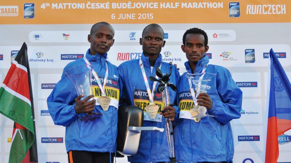 Půlmaratón v Českých Budějovicích: (zleva) B. Ngandu, A. Cheroben, A. Kuma