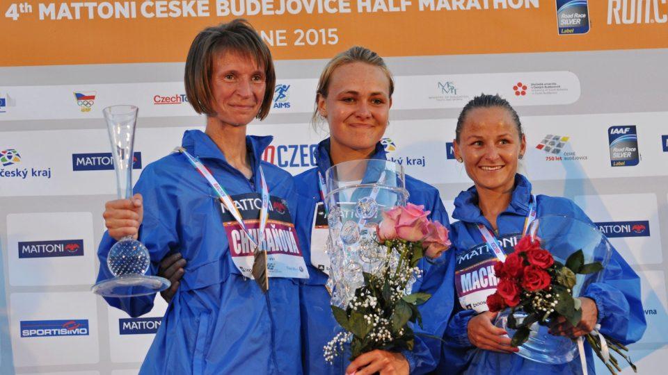 Půlmaratón v Českých Budějovicích: (zleva) R. Churaňová, V. Soukupová, Š. Macháčková