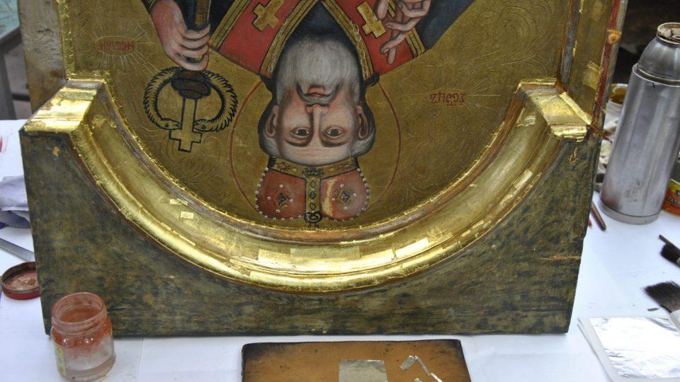 Práce na restaurování ikonostasu