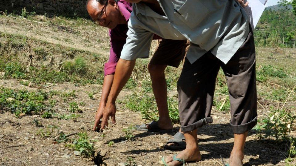 Obyvatelé nepálské vesnice Dahú se obávají sesuvů půdy