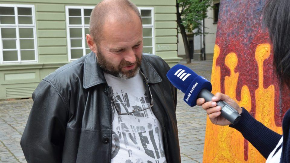 Petr Fidrich u svého Papamobilu