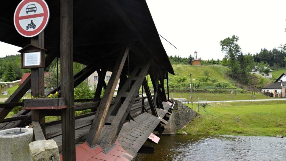 Krytý dřevěný most