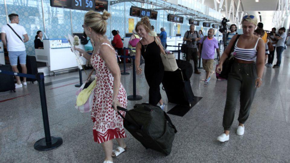 Turisté z Evropy se snaží opustit Tunis. Češi navzdory obavám zůstávají