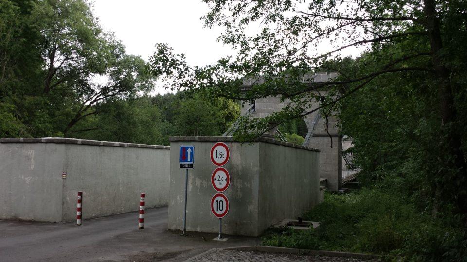 Dodnes most částečně slouží dopravě