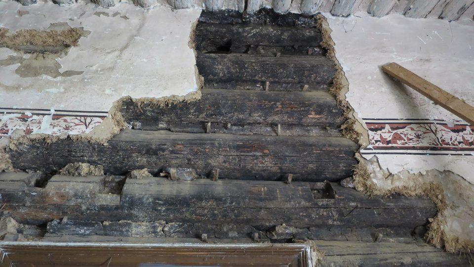 Nehraněné strámy pocházejí z první poloviny šestnáctého století