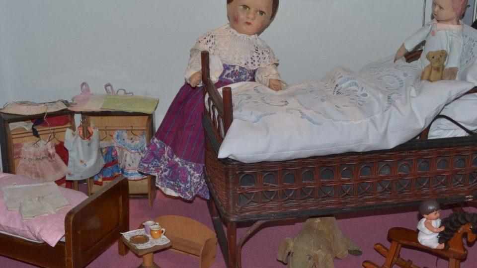Hračky a hrátky cestou časem zpátky - to je prázdninová výstava v Domě historie Přešticka