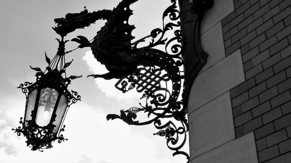 Ozdobná lucerna s drakem