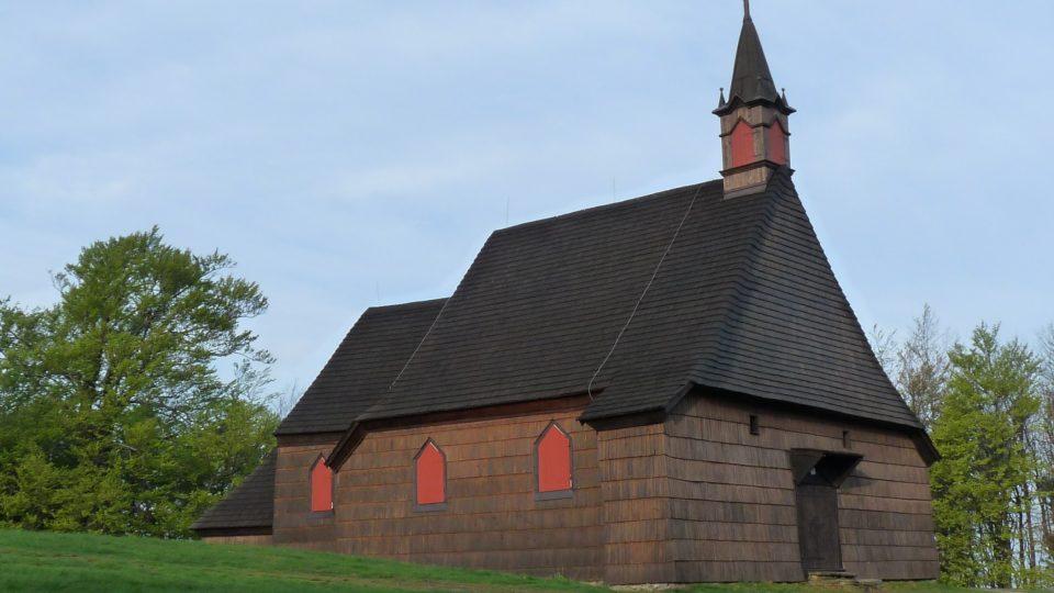Dřevěný kostelík poblíž chaty