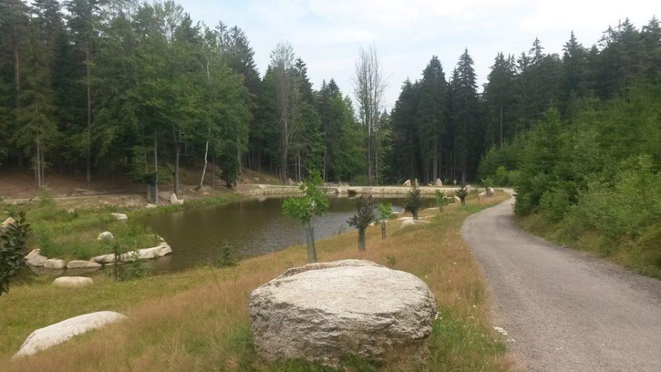 Kaskáda rybníků za rozhlednou u Valtínova