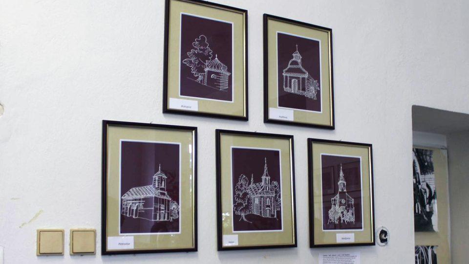 Z vernisáže výstavy paličkovaných kostelů 21. července 2015