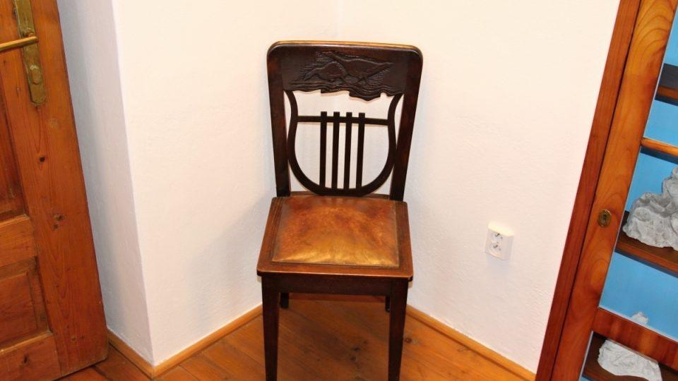 Židle navržená umělcem