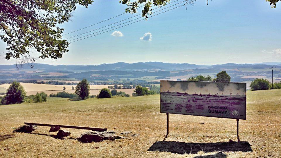 Výhled z Veselé hory - na obzoru Šumava