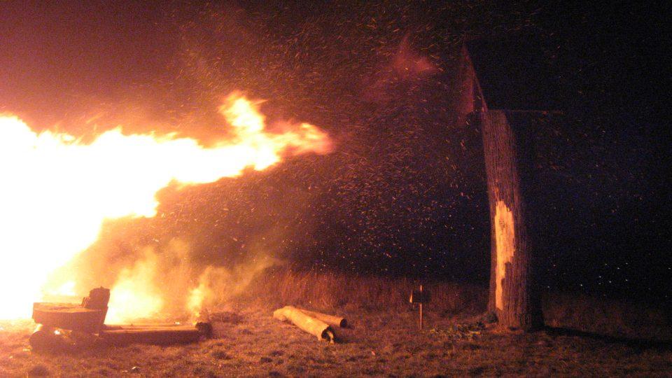 Zvonička prochází křtem ohněm