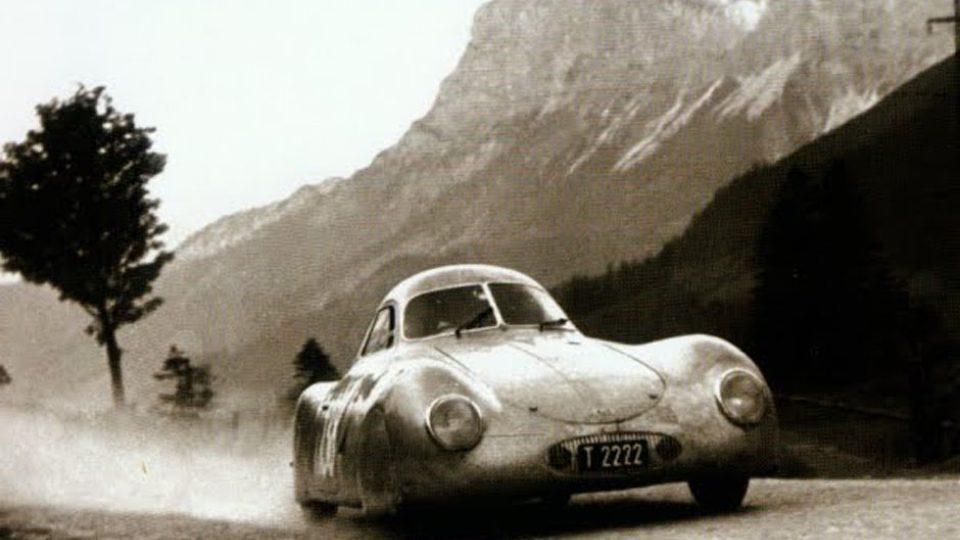 1939 Porsche / VW Typ 64 (Typ 60 K 10). Stejným vozem jezdil za druhé světové války sám Ferdinand Porsche