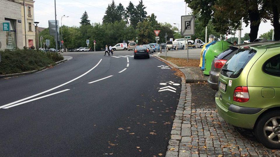 Koridor pro cyklisty, ktery je ale spíš ohrožuje, mají nově v Hradci Králové