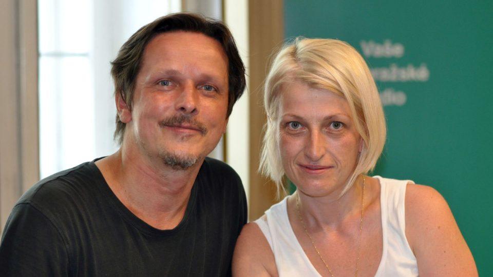 Zpěvák Michal Malátný a Johana Turnerová, organizátorka festivalu Okoř