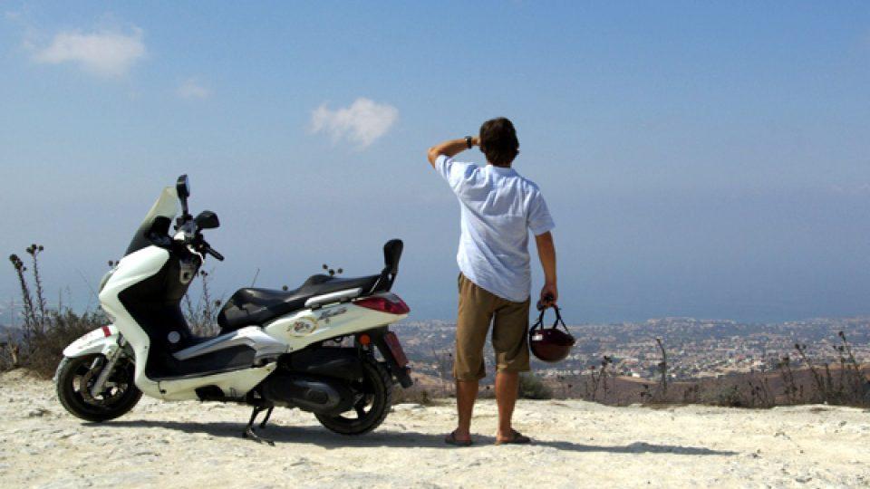 Maxiskútry nejsou v kyperských půjčovnách úplně nejběžnějším artiklem, sehnat se ale dají