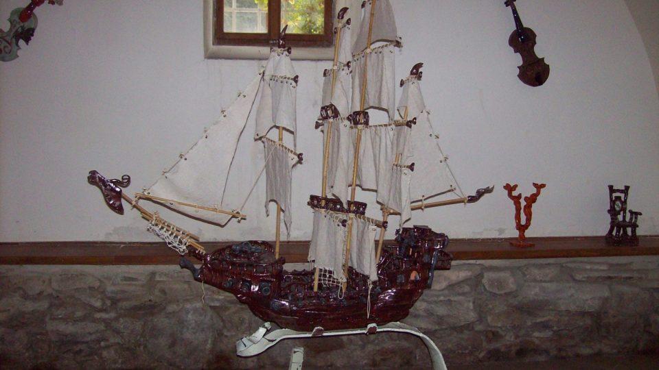 Keramická plachetnice