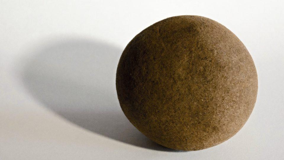 Bezoár, sraženina z trávicího traktu kopytníků, používaná v lidovém léčitelství